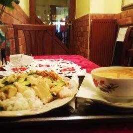 Čína - kura, bazalka, chili