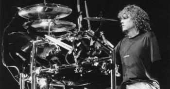 Jednoruký bubeník Rick Allen