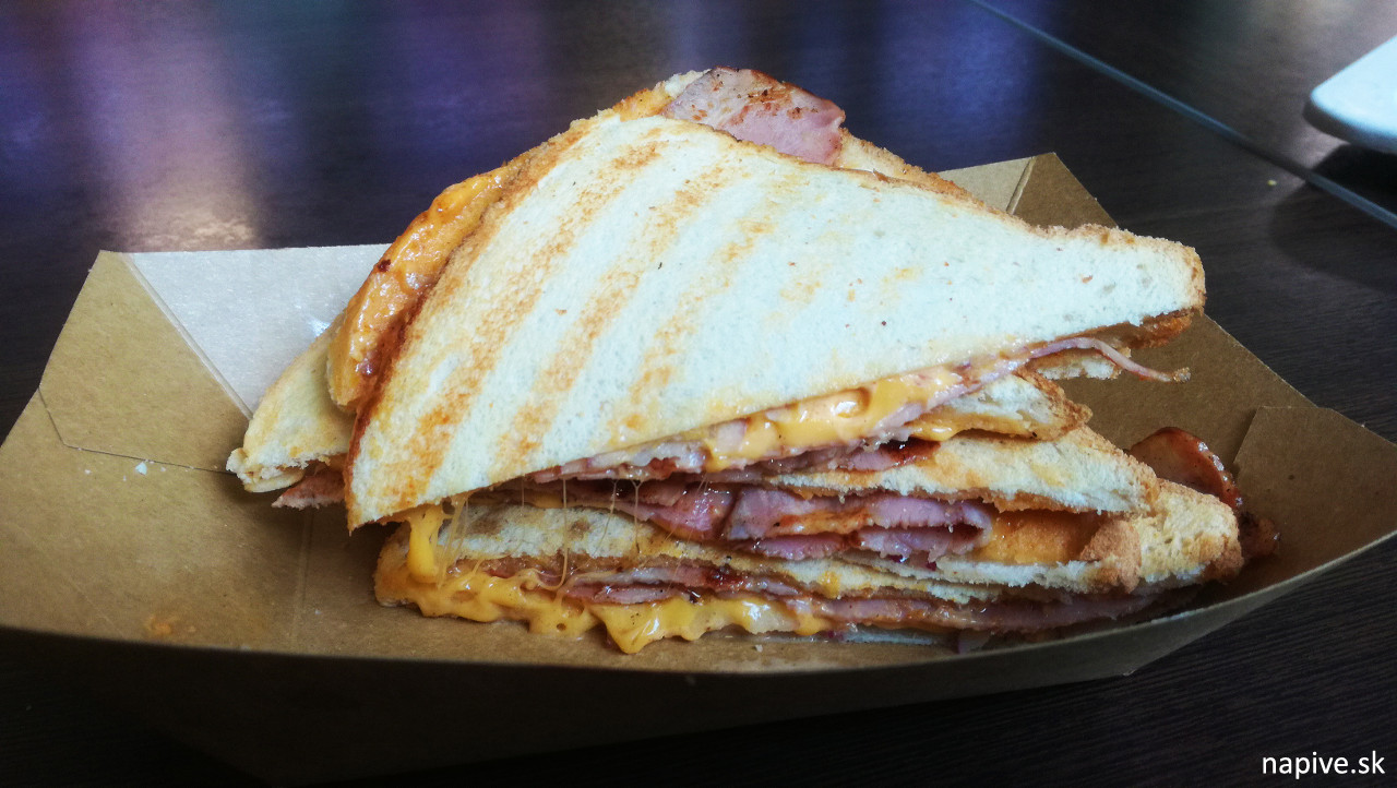 Loco Bacon sendvič
