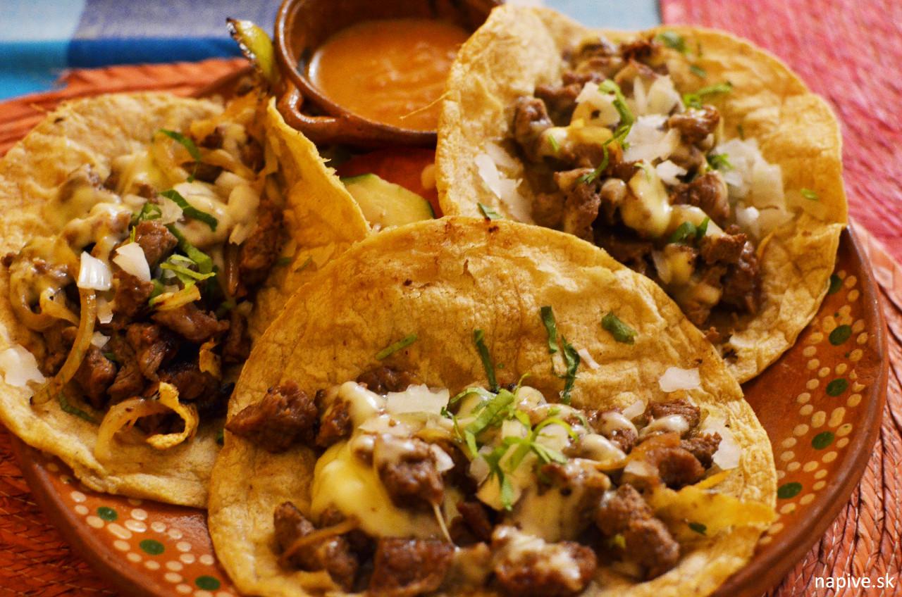 Tacos de costilla v Los Mexikas